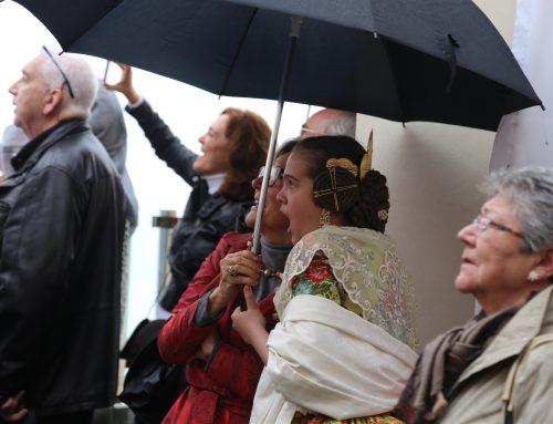 El fuego y la pólvora de Europlà pueden con la lluvia en el día de San José