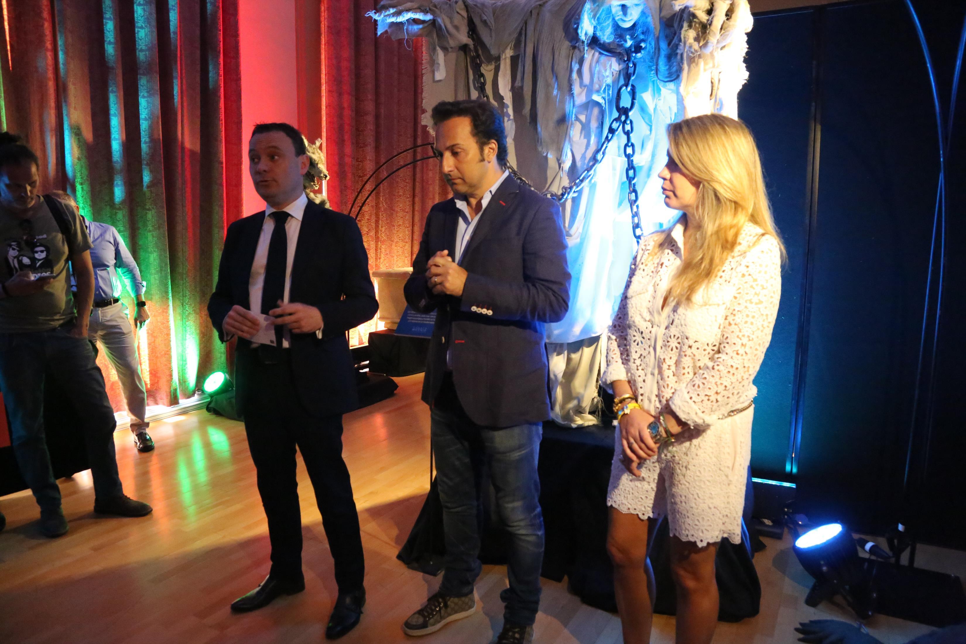 Iker jim nez visita el ateneo mercantil y presenta la for Cuarto milenio valencia exposicion