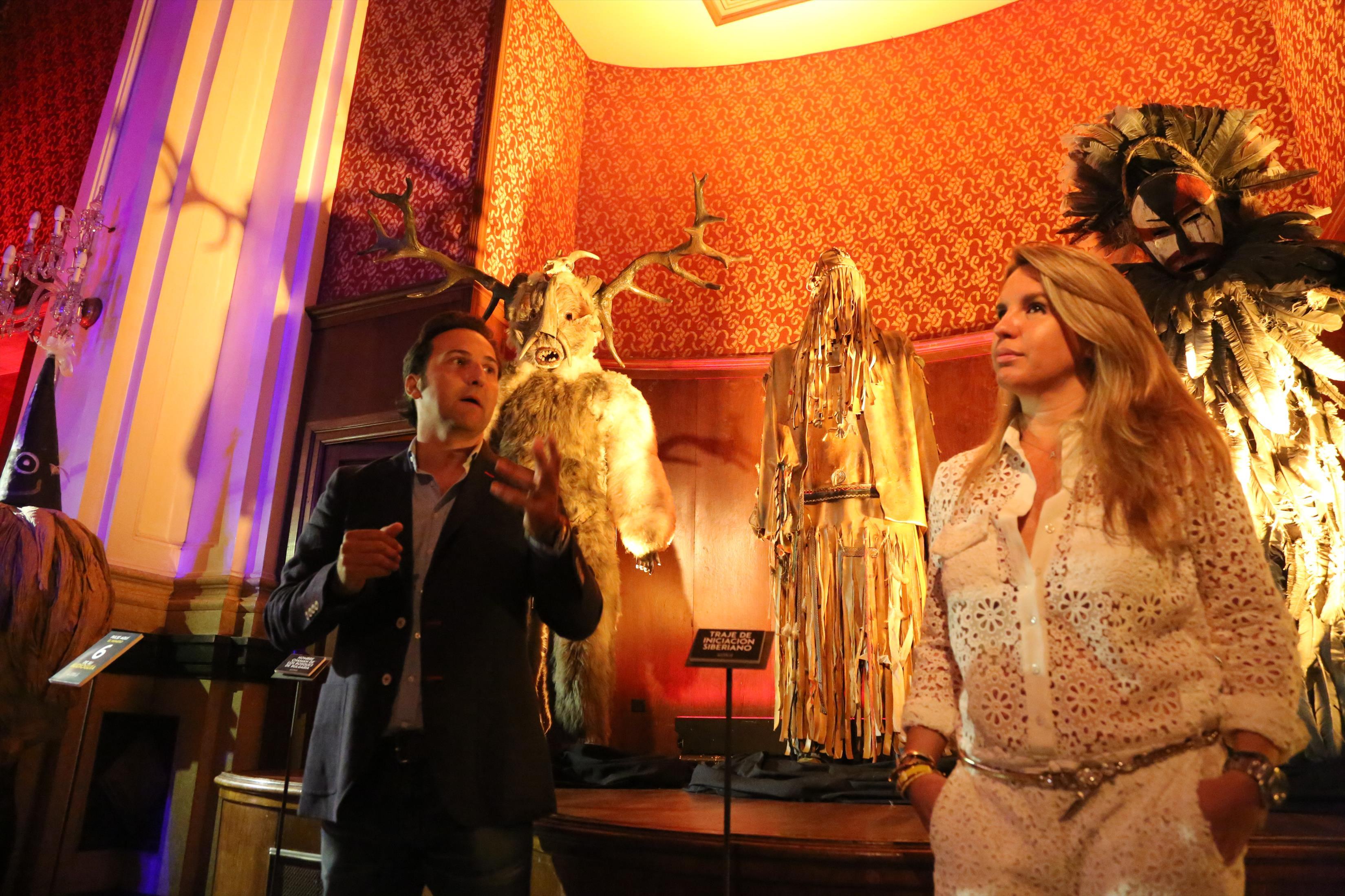 Iker jim nez visita el ateneo mercantil y presenta la for Exposicion cuarto milenio valencia