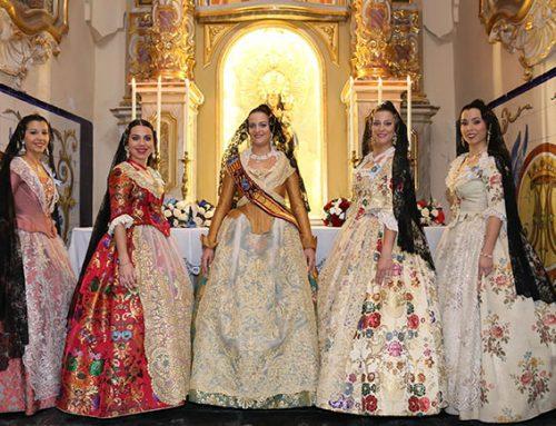 La Reina y su Corte de Honor acuden a la solemne misa y ofrendan a San José