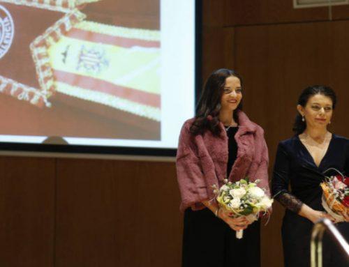 La Reina Fallera 2018, Valencia Plaza y los niños, protagonistas de la Gala de Navidad