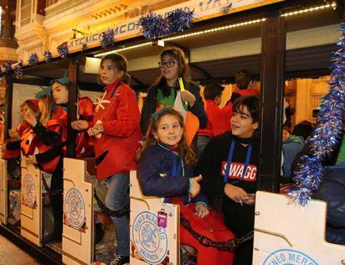 Los niños ateneístas viven una tarde de ensueño en la Gala de Reyes y la cabalgata de Valencia