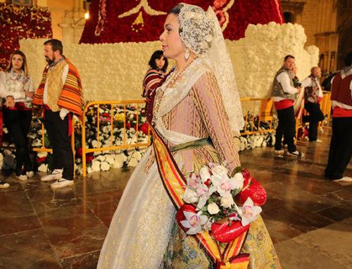 El Ateneo desfila por segunda vez como entidad civica en la Ofrenda a la Virgen