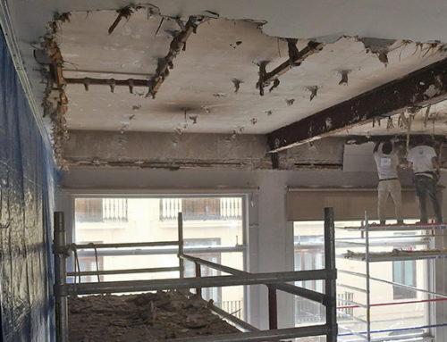 Las obras en el Salón Noble: Comienzan a retirar el techo existente