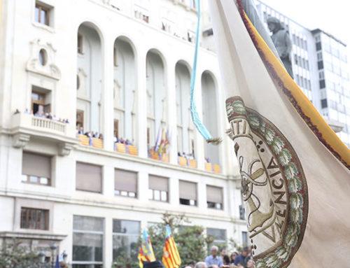 El Ateneo Mercantil acompaña a la Real Senyera por las calles de Valencia