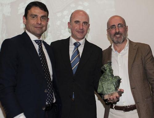 Luis Blázquez recibe un sentido homenaje por su 25 años de Plata en el Ateneo Mercantil